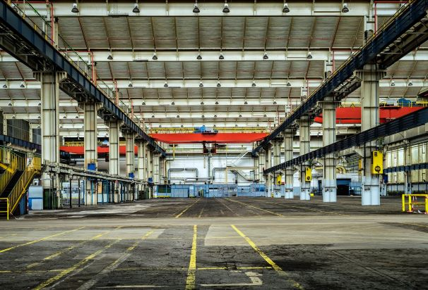 Empty industrial building showing overhead crane system
