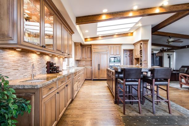 Real estate showing clean, bright kitchen